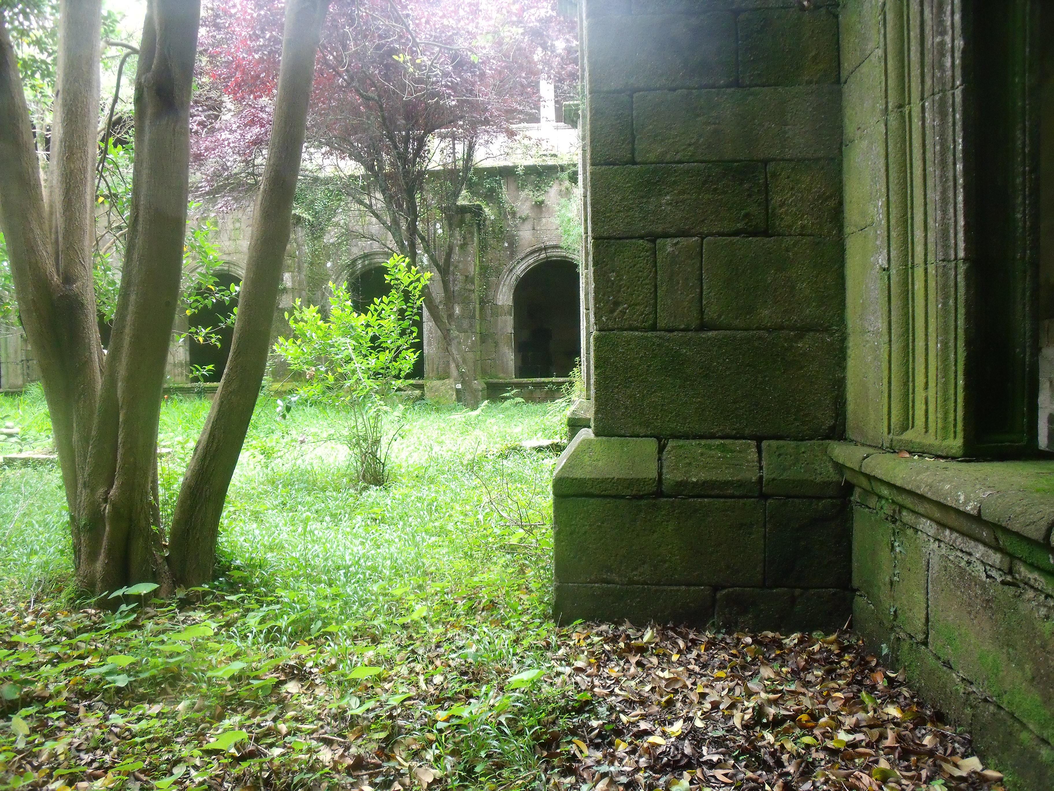Claustro del monasterio de Oia